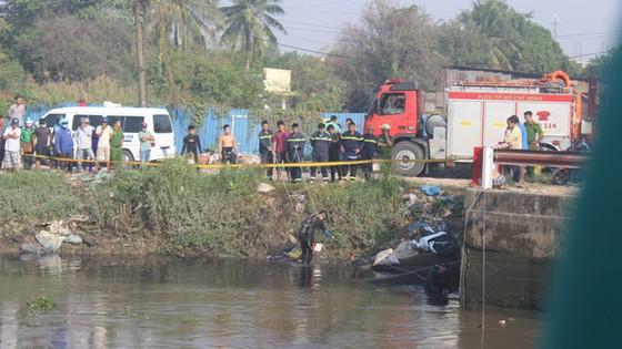 Vụ người nhái lặn tìm người nghi rớt sông: Chủ xe máy trình diện ảnh 1