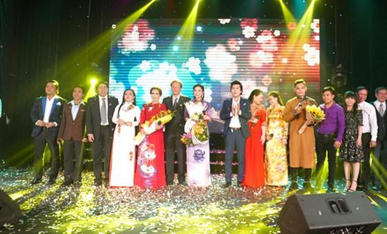Gala trao giải Giọng ca cải lương Bông lúa vàng 2017: Chìm đắm trong lời ca, tiếng nhạc... ảnh 1