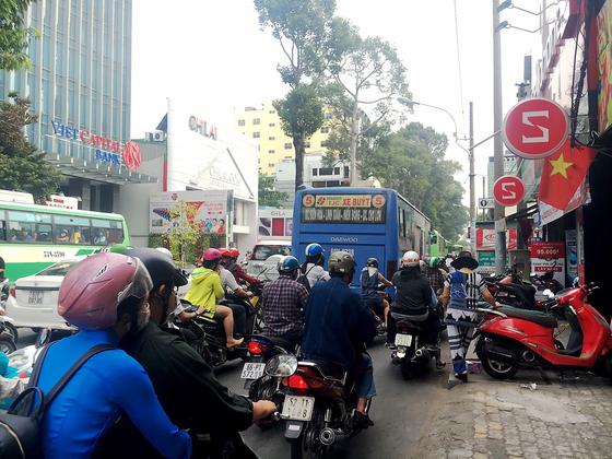 Giữ trật tự an toàn giao thông ngày cận tết ảnh 1