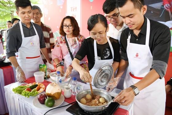 Hàng ngàn gia đình cùng kéo đến siêu thị Co.opmart để nấu ăn ảnh 2
