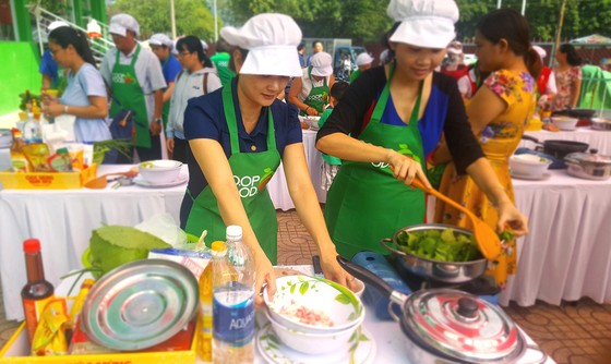 Hàng ngàn gia đình cùng kéo đến siêu thị Co.opmart để nấu ăn ảnh 3