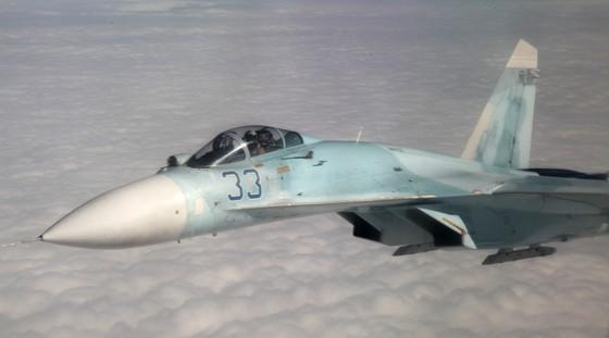 Tiêm kích Su-27 của Nga chặn máy bay do thám Mỹ   ảnh 1