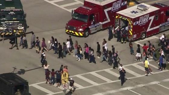 Xả súng đẫm máu tại trường học ở Mỹ, ít nhất 17 người thiệt mạng ảnh 5