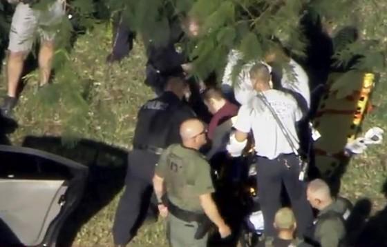 Xả súng đẫm máu tại trường học ở Mỹ, ít nhất 17 người thiệt mạng ảnh 10
