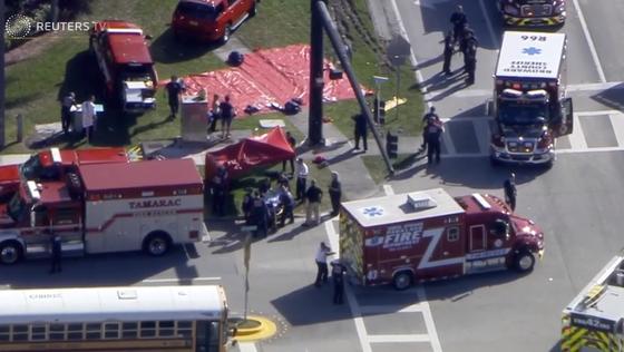 Xả súng đẫm máu tại trường học ở Mỹ, ít nhất 17 người thiệt mạng ảnh 11