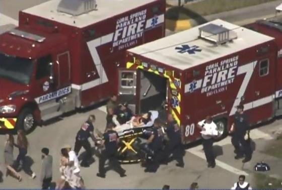 Xả súng đẫm máu tại trường học ở Mỹ, ít nhất 17 người thiệt mạng ảnh 2