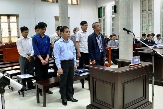 Xét xử vụ án vỡ đường ống nước sông Đà: Nhiều ống chất lượng không đảm bảo vẫn được đưa vào thi công ảnh 1