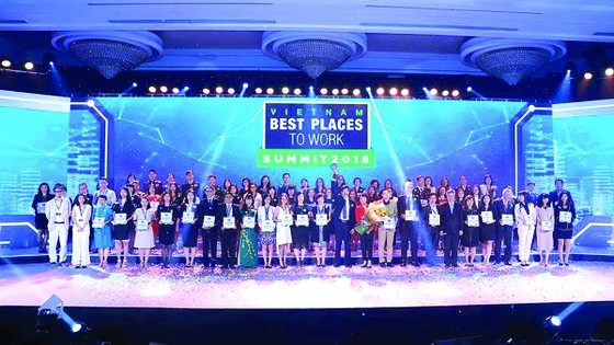 Nơi làm việc tốt nhất Việt Nam 2017: Công ty CP Tập đoàn xây dựng Hòa Bình đạt cả 3 giải thưởng lớn ảnh 1