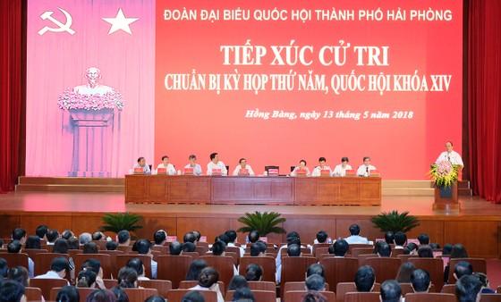 Tiếp xúc cử tri, Thủ tướng giải đáp nhiều băn khoăn ảnh 1