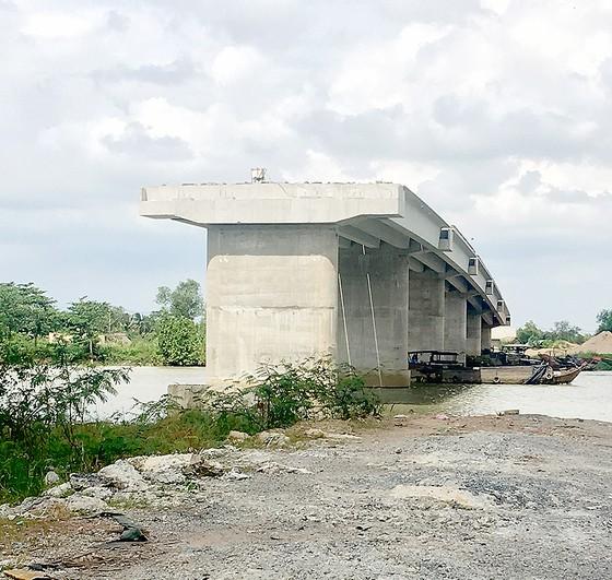 Những chiếc cầu chưa nối được đôi bờ ảnh 1