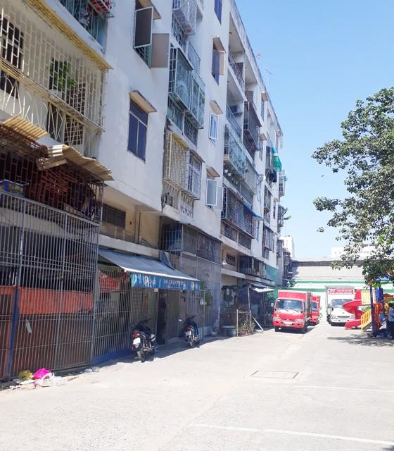 Chung cư nghiêng, TPHCM di dời khẩn cấp 38 hộ dân ảnh 1