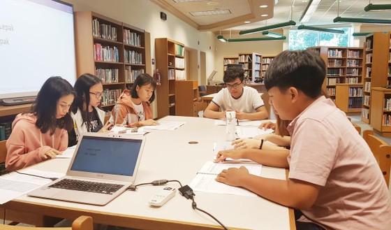 Tập đoàn giáo dục Nguyễn Hoàng trao hơn 1.000 suất học bổng quốc tế cho học sinh, sinh viên  ảnh 2