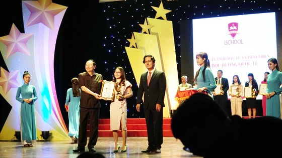 """iSchool đạt giải thưởng """"Top 10 thương hiệu mạnh ASEAN 2019"""" ảnh 1"""