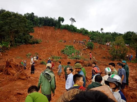 Sạt lở đất ở Đắk Nông, 3 người trong một gia đình bị chôn vùi ảnh 1