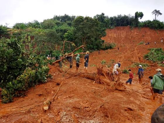 Sạt lở đất ở Đắk Nông, 3 người trong một gia đình bị chôn vùi ảnh 3
