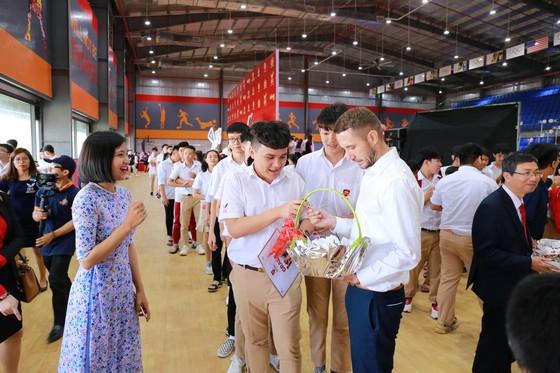 Gần 15.000 học sinh hệ thống giáo dục Nguyễn Hoàng cùng đón năm học mới 2019-2020 ảnh 7