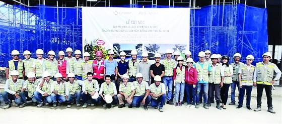 Tập đoàn Xây dựng Hòa Bình tổ chức Lễ cất nóc công trình Sun Premier Village Kem Beach Resort ảnh 1