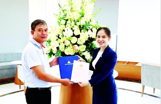 Cư dân Lux Garden chính thức nhận sổ hồng sau 1 năm nhận nhà ảnh 1
