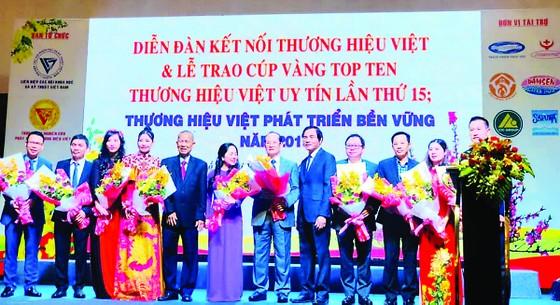 Pymepharco nhận Cúp Vàng Tốp 10 'Thương hiệu Việt uy tín lần thứ 15' ảnh 1