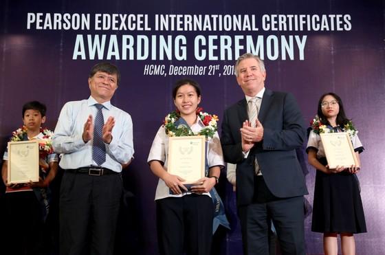 Gần 500 học sinh công lập nhận chứng chỉ quốc tế Pearson Edexcel ảnh 2