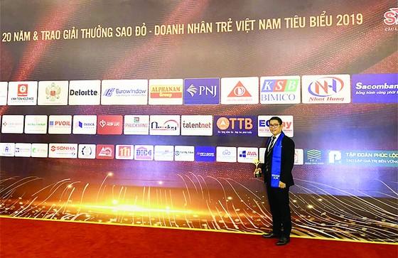 CEO AVA Windows được trao tặng giải thưởng Doanh nhân trẻ Việt Nam tiêu biểu 2019 ảnh 2