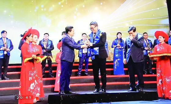 CEO AVA Windows được trao tặng giải thưởng Doanh nhân trẻ Việt Nam tiêu biểu 2019 ảnh 1