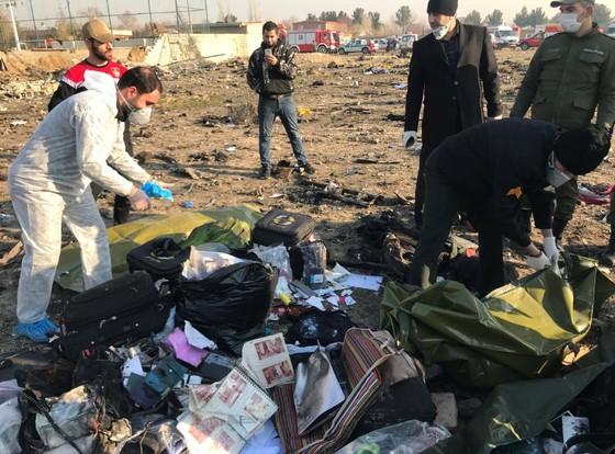 Máy bay chở khách của Ukraine rơi tại Iran: Toàn bộ 176 hành khách và phi hành đoàn thiệt mạng ảnh 1