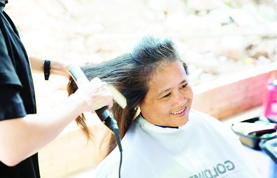 Làm đẹp đón xuân, cắt tóc miễn phí cho 1.000 công nhân ảnh 1