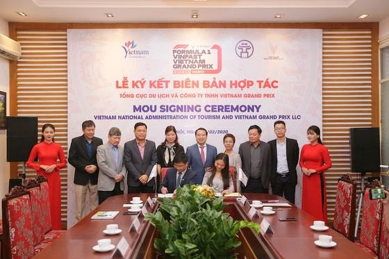 Đại diện Tổng cục Du lịch Việt nam và Công ty Vietnam Grand Prix chính thức ký kết thoả thuận hợp tác xúc tiến quảng bá du lịch Việt Nam và chặng đua F1 VinFast Vietnam Grand Prix tới thế giới giai đoạn 2020 – 2025.