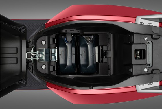 VinFast bổ sung bộ sạc pin rời cho 3 dòng xe máy điện ảnh 1