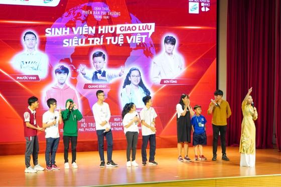 Đại học Quốc tế Hồng Bàng trao học bổng tài năng cho 'Siêu trí tuệ Việt' ảnh 2