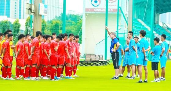 Thầy trò đội tuyển U19 Việt Nam tự tin với hành trình chinh phục  vé dự World Cup. Ảnh: PHƯƠNG MINH