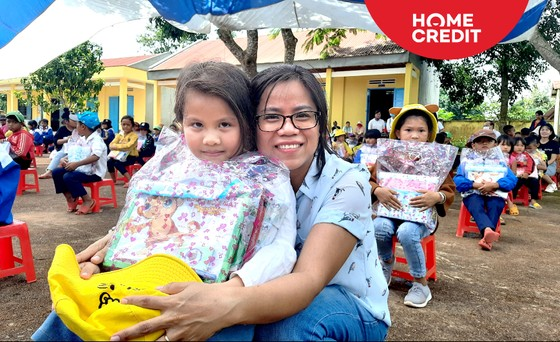 Trao học bổng và hỗ trợ học sinh tại Đắk Lắk ảnh 1