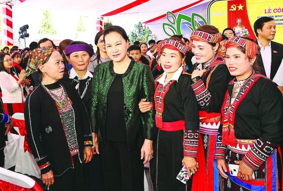 Lãnh đạo Đảng, Nhà nước dự Ngày hội Đại đoàn kết toàn dân tộc ở các địa phương ảnh 1