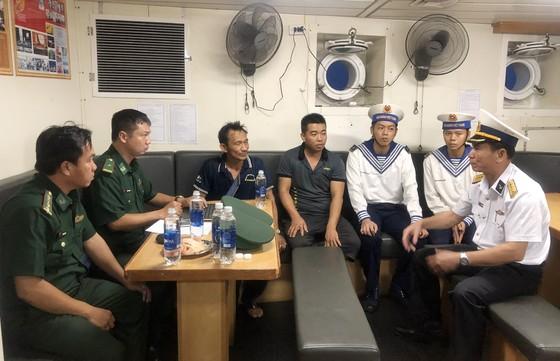 Tàu 277, Vùng 2 Hải quân cứu kéo tàu cá bị nạn về đến Vũng Tàu ảnh 2