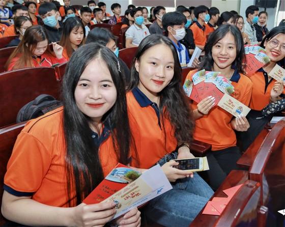 Sẻ chia cùng sinh viên nghèo ảnh 1