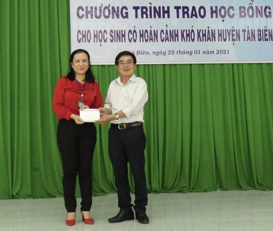 Báo SGGP tặng học bổng cho học sinh nghèo và hiếu học huyện Tân Biên ảnh 4