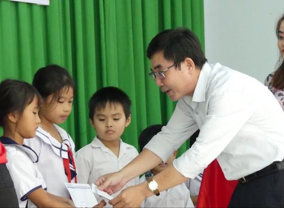 Báo SGGP tặng học bổng cho học sinh nghèo và hiếu học huyện Tân Biên ảnh 2