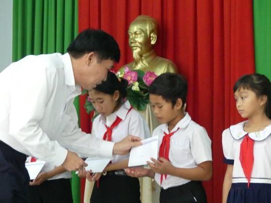 Báo SGGP tặng học bổng cho học sinh nghèo và hiếu học huyện Tân Biên ảnh 3