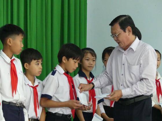 Báo SGGP tặng học bổng cho học sinh nghèo và hiếu học huyện Tân Biên ảnh 1
