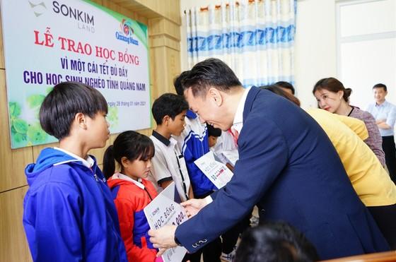 Trao học bổng vì một cái tết đủ đầy cho học sinh nghèo tỉnh Quảng Nam ảnh 1