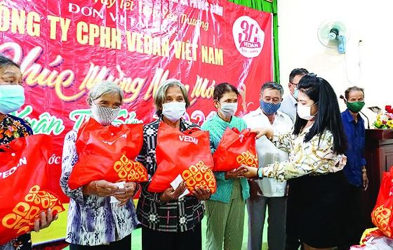 Vedan Việt Nam trao tặng 1.000 phần quà Tết cho người dân tỉnh Đồng Nai ảnh 1