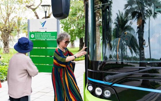 Háo hức khám phá xe buýt điện đầu tiên tại Việt Nam với những trải nghiệm 'cực chất' ảnh 1