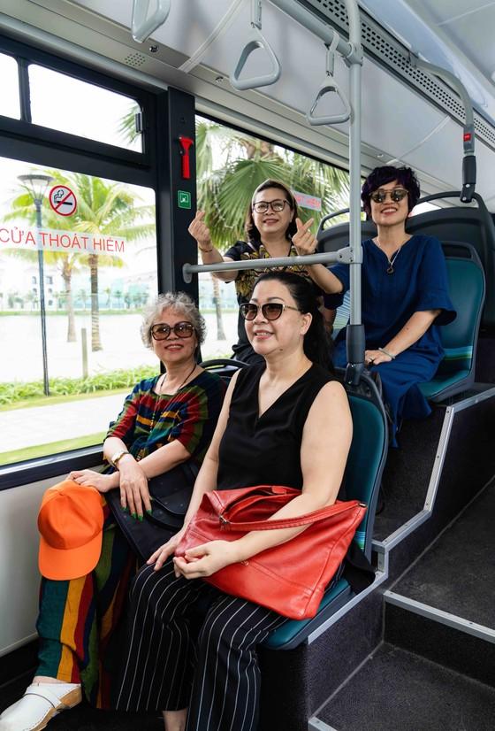 Háo hức khám phá xe buýt điện đầu tiên tại Việt Nam với những trải nghiệm 'cực chất' ảnh 2
