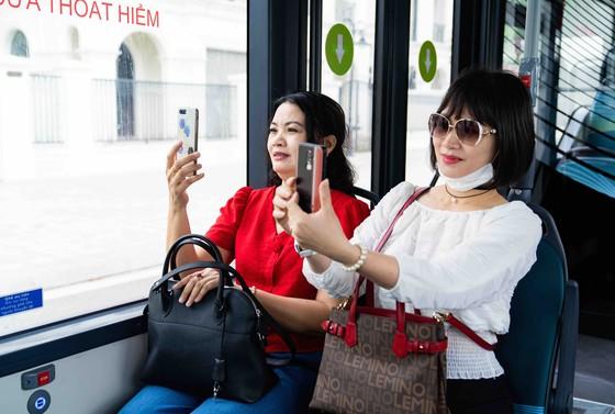 Háo hức khám phá xe buýt điện đầu tiên tại Việt Nam với những trải nghiệm 'cực chất' ảnh 5