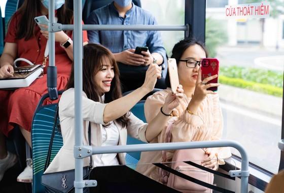 Háo hức khám phá xe buýt điện đầu tiên tại Việt Nam với những trải nghiệm 'cực chất' ảnh 4