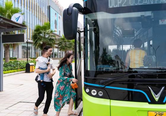 Háo hức khám phá xe buýt điện đầu tiên tại Việt Nam với những trải nghiệm 'cực chất' ảnh 6
