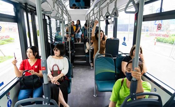 Háo hức khám phá xe buýt điện đầu tiên tại Việt Nam với những trải nghiệm 'cực chất' ảnh 8