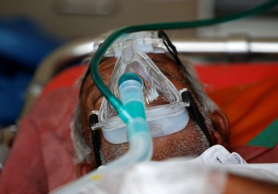 EU và nhiều nước gởi oxy, hỗ trợ Ấn Độ ứng phó dịch bệnh Covid-19 ảnh 1