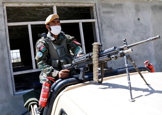 Hơn 100 phiến quân Taliban thiệt mạng trong giao tranh với quân đội Afghanistan ảnh 1